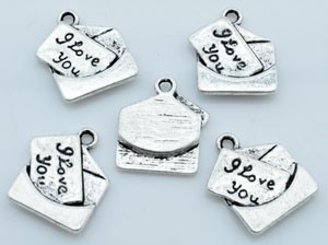 Metalen hanger/bedel  envelop met kaartje I Love You 18x16 mm