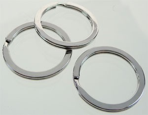Metalen sleutelhanger ring plat 28x2 mm