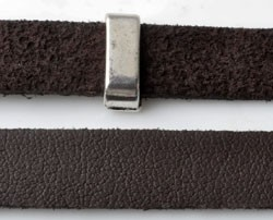 Imitatieleren band ca. 10 mm breed en ca. 1,5 mm dik  Donkerbruin