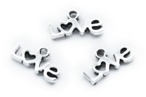 Metalen hanger  met de tekst  love 12x4 mm